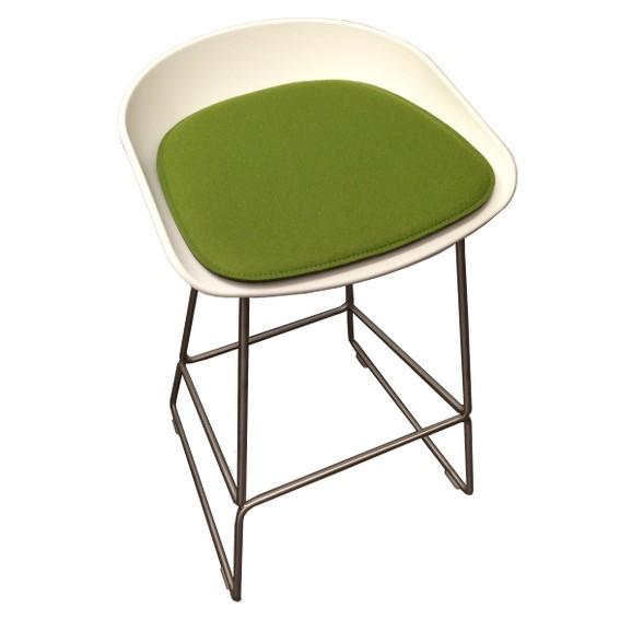Stuhlkissen l about a stool aas l hay stuhlkissen for Barhocker filz